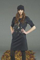 czarna sukienka Jackpot z aplikacj� - z kolekcji jesie�-zima