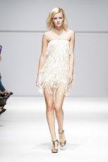 bia�a sukienka Natalia Jaroszewska z fr�dzlami - wiosna/lato 2012