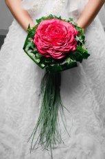 Bukiet �lubny z kwiat�w i li�ci