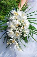 Okaza�y bukiet �lubny z bia�ych kwiat�w