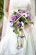 Bukiet �lubny z fioletowych r�