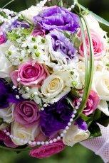 Bukiet �lubny z kolorowych kwiat�w