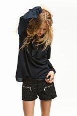 granatowa bluzka ZARA - moda zimowa