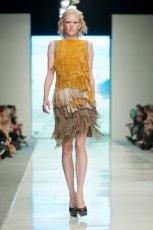 sukienka �ukasz Jemio� z fr�dzlami - z kolekcji wiosna-lato 2012