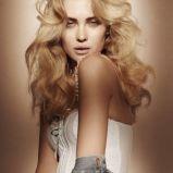 foto 1 - Długie włosy - fryzury na imprezę 2011/2012