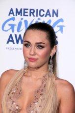 Miley Cyrus - Makija�e gwiazd - inspiracje karnawa�owe