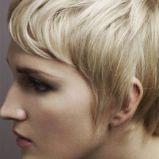 kr�tkie blond w�osy
