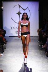 czarny str�j k�pielowy Esotiq & Eva Minge - letnia kolekcja