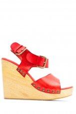 czerwone sanda�y Mango na koturnie - moda 2012