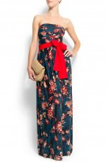 granatowa sukienka Mango w kwiaty odkryte ramiona - moda wiosna/lato