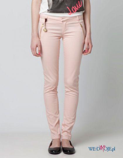 r�owe spodnie Bershka z zamkami rurki - wiosna/lato 2012