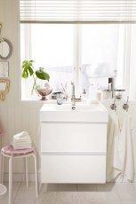 Bia�a �azienka w stylu skandynawskim IKEA 2012