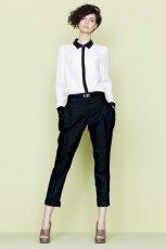 bia�a koszula F&F, z czarnym ko�nie�em - trendy wiosna-lato