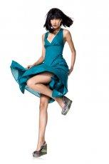 niebieska sukienka Benetton - trendy wiosna-lato