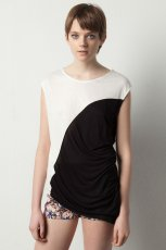 bia�y t-shirt Pull and Bear - wiosna/lato 2012