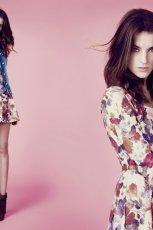 be�owa sukienka Stradivarius w kwiaty - sezon wiosenno-letni