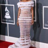 Rihanna, czerwone w�osy do ramion, 2011