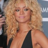 Rihanna, blond loki, Grammy Awards 2012