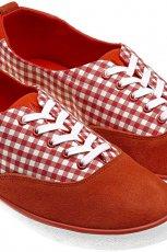 czerwone trampki Adidas w kratk� - moda wiosenna