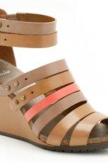 br�zowe sanda�y Clarks na koturnie - z kolekcji wiosna-lato 2012