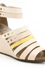 bia�e sanda�y Clarks na koturnie - moda 2012