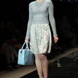 szary sweter Simple - moda zimowa
