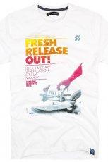 bia�y t-shirt Reserved z nadrukiem - trendy wiosna-lato