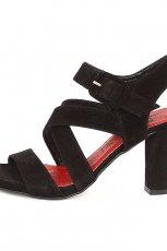 czarne sanda�y Nessi - z letniej kolekcji 2012