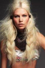D�ugie i grube warkocze blond  - fantazyjne fryzury