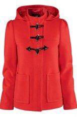 modny kr�tki p�aszczyk H&M w kolorze czerwonym - kolekcja jesienno - zimowa 2012/2013