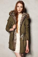 zimowa kurtka Pull and Bear z futerkiem w kolorze khaki - kolekcja jesienno-zimowa 2012/2013