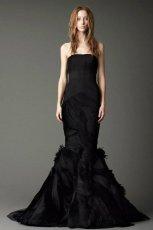 zjawiskowa  czarna suknia �lubna typu syrena Vera Wang   trendy zimowe