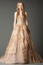 zjawiskowa  be�owa suknia �lubna rozkloszowana Vera Wang   jesie� 2012