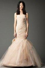 zjawiskowa  be�owa suknia �lubna typu syrena Vera Wang   zima 2013