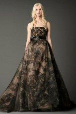 pi�kna  czarna suknia �lubna typu ksi�niczka Vera Wang z koronk�   moda 2012/13