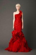 oryginalna  czerwona suknia �lubna Vera Wang asymetryczna   moda wiosenna 2013