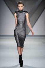 popielata sukienka Vera Wang we wzory  z kolekcji jesiennej 2012