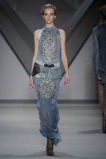 niebieska sukienka Vera Wang   moda 2012