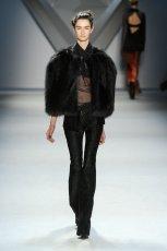 czarne futro Vera Wang   jesie� 2012