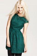 rozkloszowana sukienka H&M w kolorze butelkowej zieleni  - moda damska 2012/13