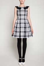 rozkloszowana sukienka Simple w kratk�   - moda damska 2012/13