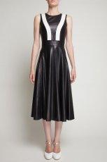 rozkloszowana sk�rzana sukienka Simple w kolorze czarnym  - jesie� - zima 2012/13