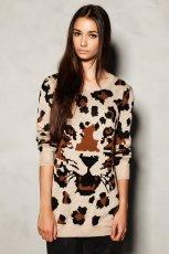 modny sweter Pull and Bear w panterk�   - kolekcja damska 2012/13