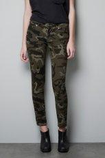 militarne spodnie ZARA w kolorze khaki - kolekcja damska