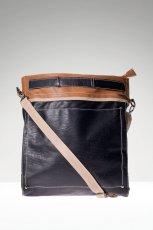 listonoszka Stradivarius w kolorze czarnym - najmodniejsze torebki na jesie� i zim�