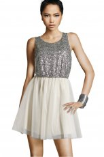 rozkloszowana sukienka H&M w kolorze srebrnym - sukienka na studni�wk�