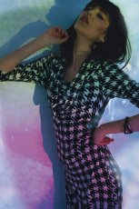 dopasowana sukienka Solar w pepitk� - moda damska