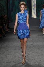 niebieska sukienka Vera Wang - wiosna 2013