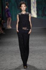 czarne spodnie Vera Wang koronkowe - trendy wiosenne