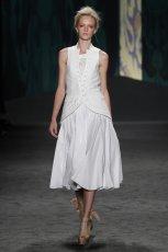 bia�a sukienka Vera Wang - modna wiosn� 2013
